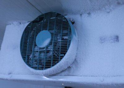zamrzlý větrák chladícího boxu